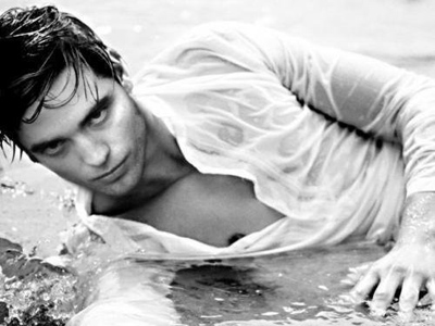 File:Water-hotties-robert-pattinson 400x300.jpg