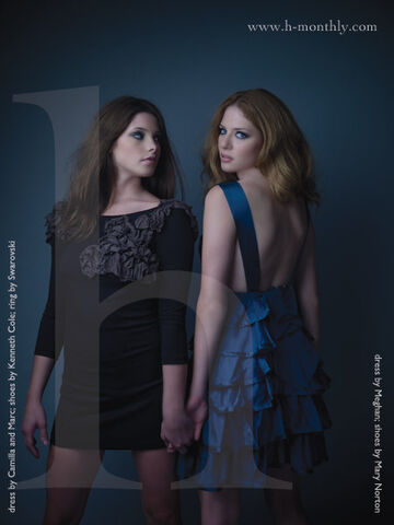 File:Rachelle-Lefevre-Victoria-and-Ashley-Greene-Alice-twilight-series-1966423-450-600.jpg