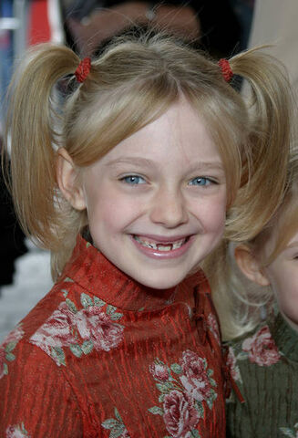 File:Dakota Fanning 1.jpg