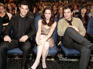 Taylor-lautner-kristen-stewart-robert-pattinson-peoples-choice-awards-2011-horiwood