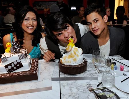 File:Twilight-Actors-with-Birthday-Cakes.jpg