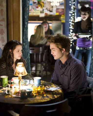 File:Bella-and-Edward-Twilight.jpg