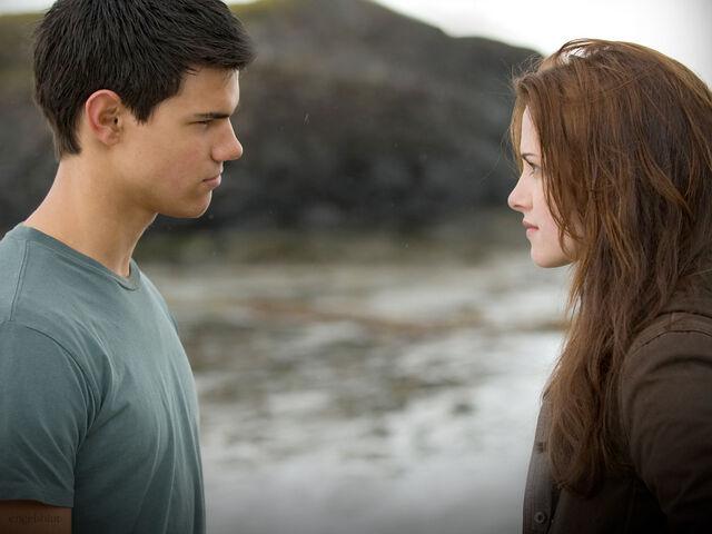 File:Jacob-and-Bella-twilight-series-7245490-1024-768.jpg