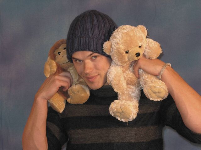 File:Kellan and teddy bear.jpg