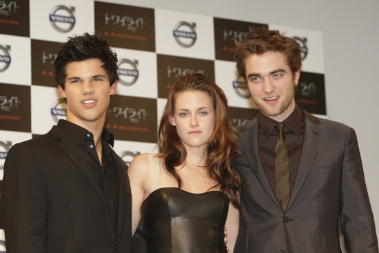 File:Robert pattinson kristin stewart twilight japan premiere feb 09.jpg