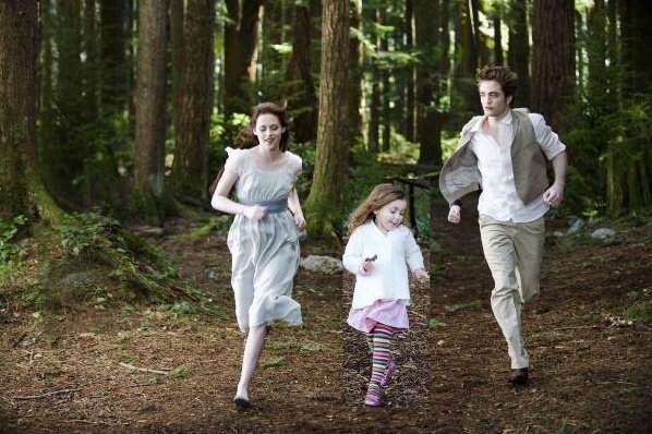 File:Edward-s-little-family-edward-bella-and-renesmee-14615645-598-398.jpg