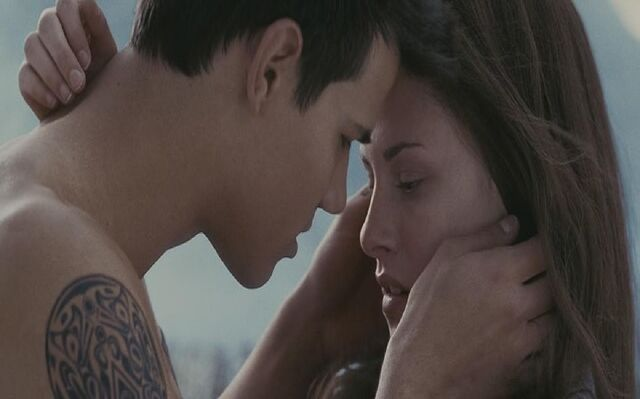 File:-Bella-and-Jacob-HOT-Kiss-jacob-and-bella-17868471-1680-1048.jpg