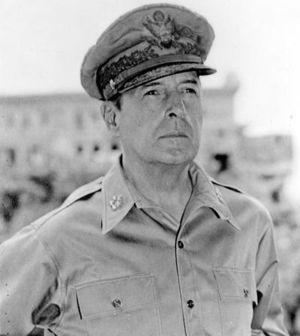 300px-Douglas MacArthur 58-61