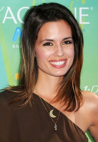 File:Torrey-devitto-2011-teen-choice-awards-01.jpg