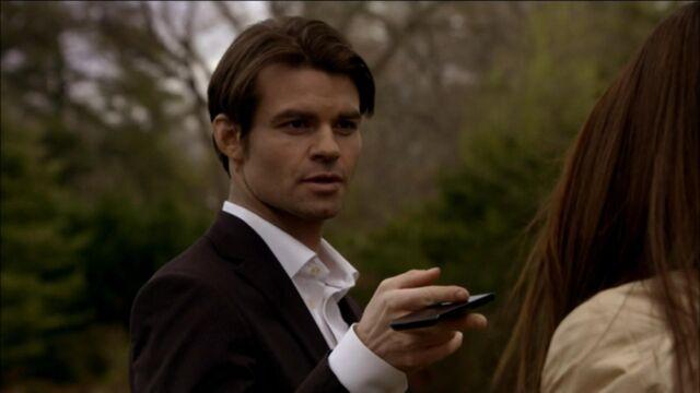 File:Elijah-and-Elena-in-Klaus-2x19-elijah-and-elena-21741431-1921-1080.jpg