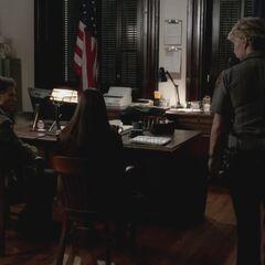 Sheriff Forbes speaking to Elena and Matt (season 3)