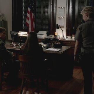 Sheriff Forbes speaking to Elena and Matt (season 3}