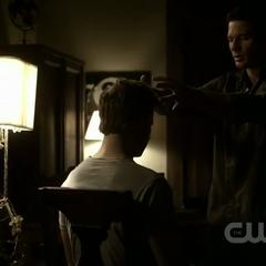 Maddox transferring Klaus' spirit to Alaric's body