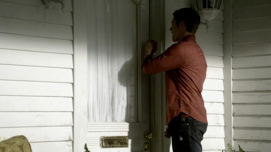 File:Matt Donovan knocking at Forbes residence.jpg