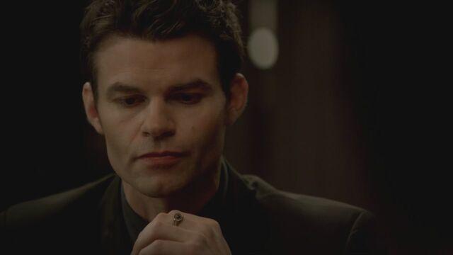 File:The-Vampire-Diaries-3x13-Bringing-Out-the-Dead-HD-Screencaps-elijah-28811929-1280-720.jpg
