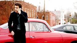 Stefan calling Caroline 5x18
