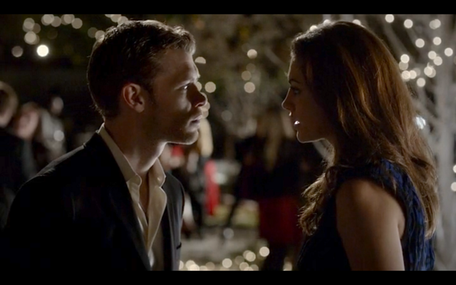File:4x09-Hayley tells Klaus about Tyler's betrayal.png