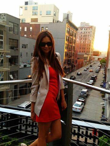 File:Nina Dobrev summertime!.jpg
