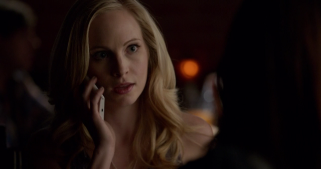 File:Caroline talking with Stefan on the phone 5x18.png