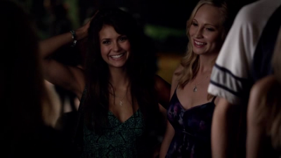 File:Elena and caroline.,.,..,..png