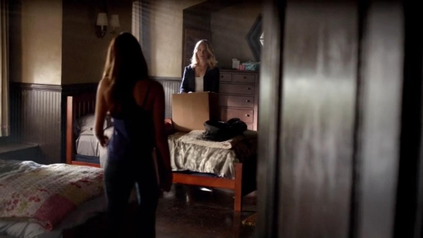 Vampire diaries bedroom - Image Elena And Caroline S Dorm Room Tvd 5x02 Jpg The Vampire Diaries Wiki Fandom Powered By Wikia