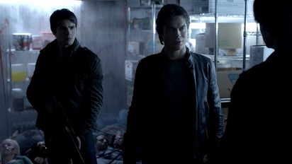 File:Jeremy-and-Damon-Kol-in-TVD-4.11-Catch-Me-If-You-Can.png
