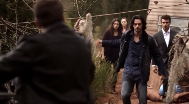 File:Hayley-Jackson and Elijah 1x19.png