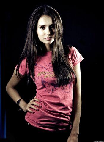 File:Nina-dobrev-00668-2000x2742.jpg