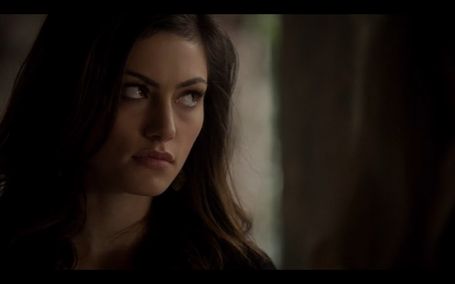 File:1x10-Hayley looking at Klaus.png