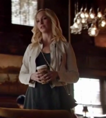 File:Caroline clothes 6x16.png