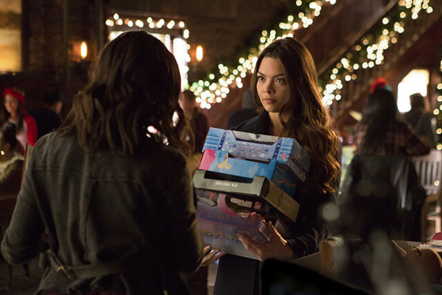 File:Rs 560x374-151120125223-1024.2.The-Vampire-Diaries-Holiday.jl.112015.jpg