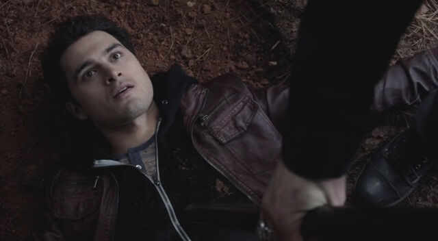 File:Stefan asking Enzo to leave.jpg