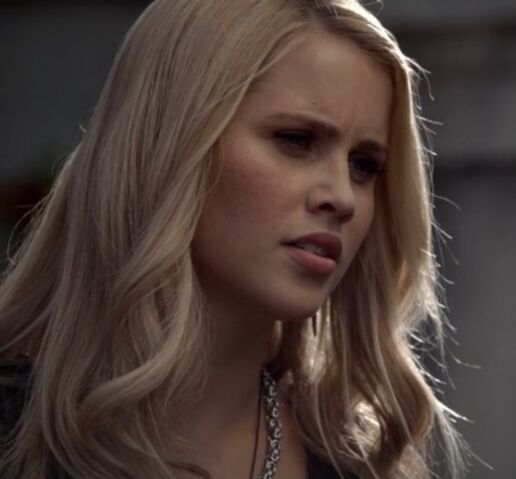 File:Rebekah 14 TO 1x02.jpg