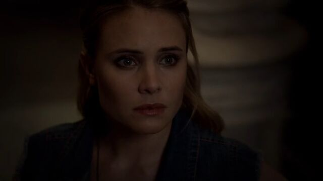 File:Camille 11 TO 1x04.jpg