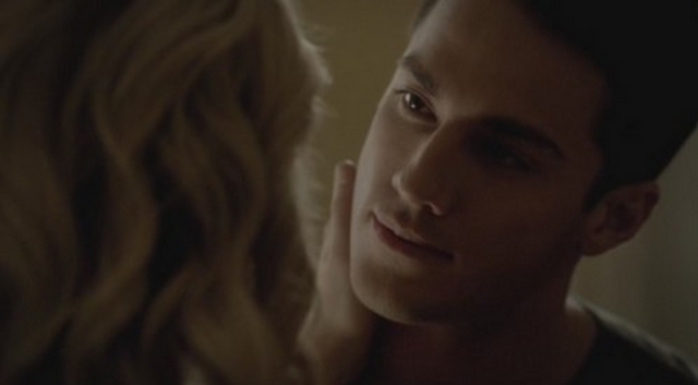 File:Caroline and Tyler 3x19.png