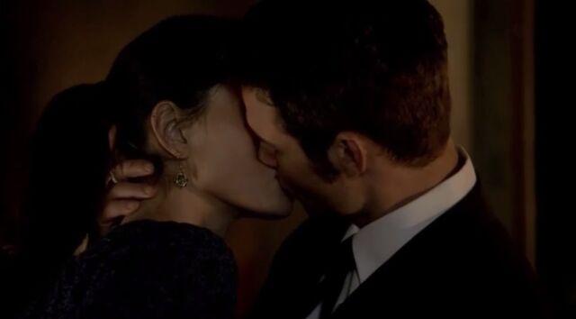 File:Haylijah kiss 1x20-2.jpg