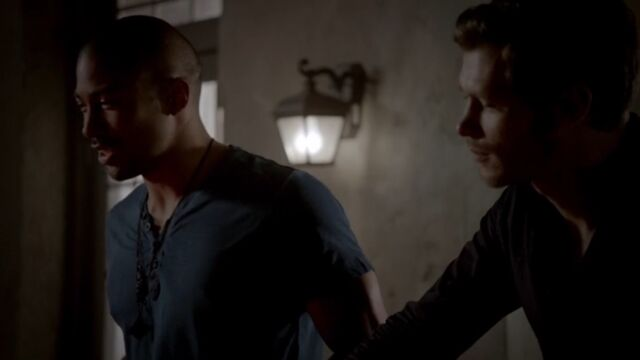 File:Klaus and Marcel TO 1x02.jpg