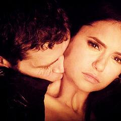 Klaus drinks Elena's blood