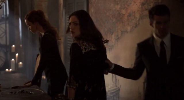 File:Genevieve-Hayley and Elijah 1x21.png