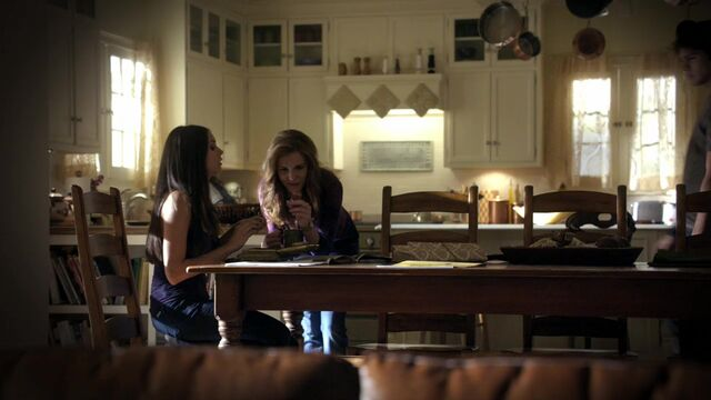 File:TVD1x04-Gilbert House 55.jpg