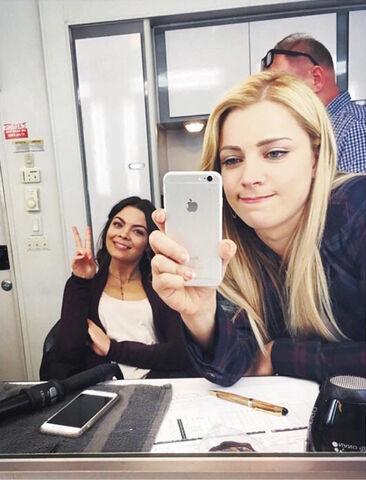 File:2016-02-26 Scarlett Byrne Teressa Liane Instagram.jpg