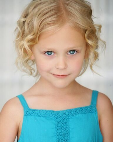 File:The Originals - Alyvia Alyn Lind(a).jpg