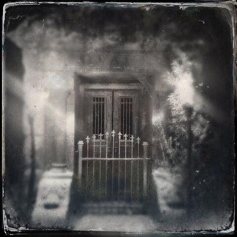 File:2015-10-15 Salvatore Crypt Ian Somerhalder Instagram.jpg