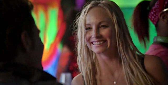 File:Stef-Caroline in 6x16.png