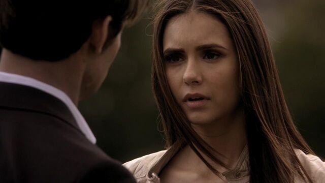 File:The-vampire-diaries-2x19-klaus-elena-gilbert-cap-02.jpg