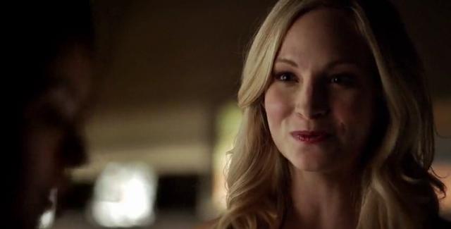 File:Caroline talking with Bonnie 5x21...png