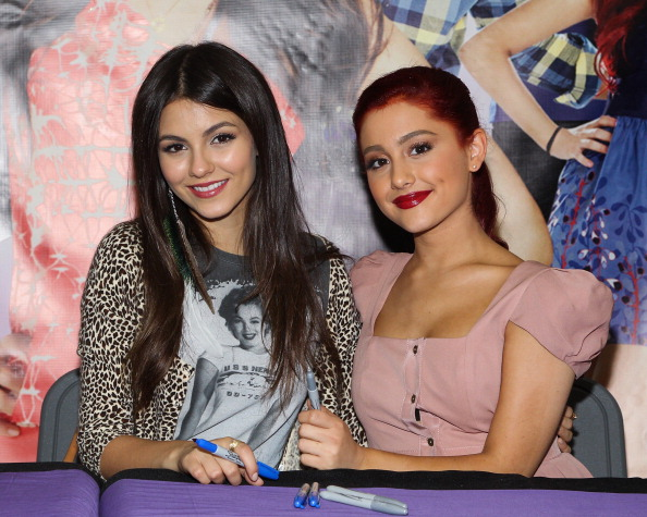 ARIANA GRANDE VS VICTORIA JUSTICE??? AGAIN??? - YouTube