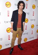 Avan-jogia-la-premiere-of-bully-01