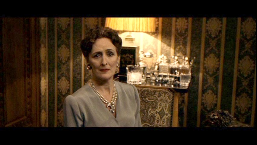 http://vignette4.wikia.nocookie.net/villains/images/1/1f/006TBD_Fiona_Shaw_001.jpg/revision/latest?cb=20150120093402