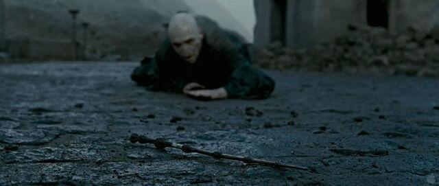 File:Voldemort crawling.jpg